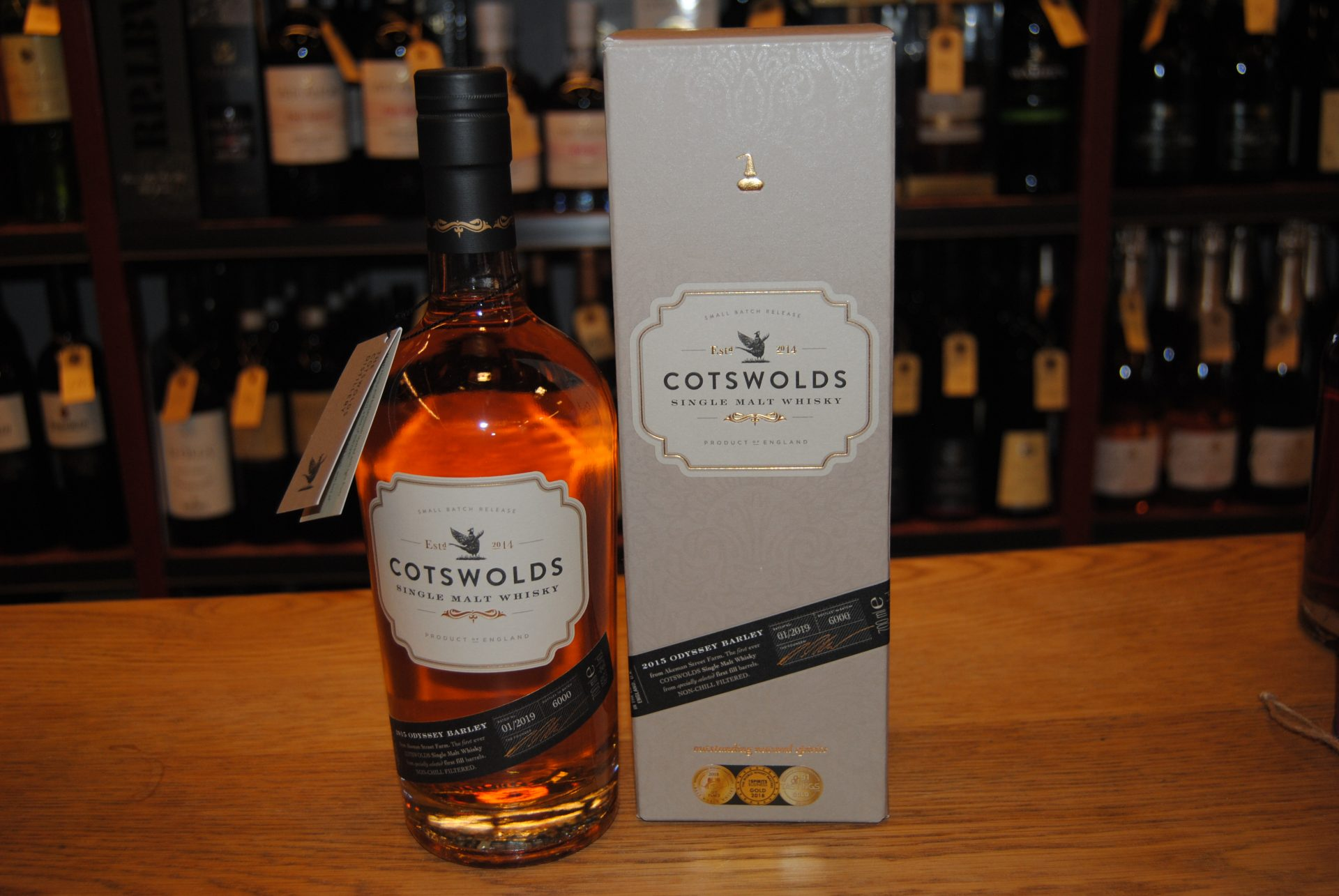 Cotswolds Single Malt Whisky  Den første whisky, der nogensinde er destilleret i Cotswolds, bruger 100% lokalt dyrket gulv maltet byg og er blevet lagret i first-fill ex-bourbon barrel og brugte rødvins fade. Fyldig, frugtig og nem at drikke