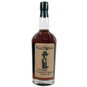 Gun Fighter American Rye Whiskey Double Cask  Double-Cask Rye whiskey er lagret i minimum 6 måneder i nye American Oak Barrels og færdiglagret i brugte French Port Barrels. Dette giver en unik blødhed og kompleksitet tilsat en fin røget smag.